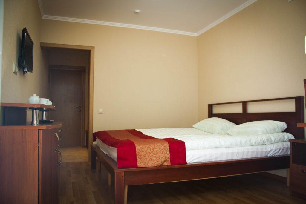 Комфортный семейный двухкомнатный номер в гостинице Велес